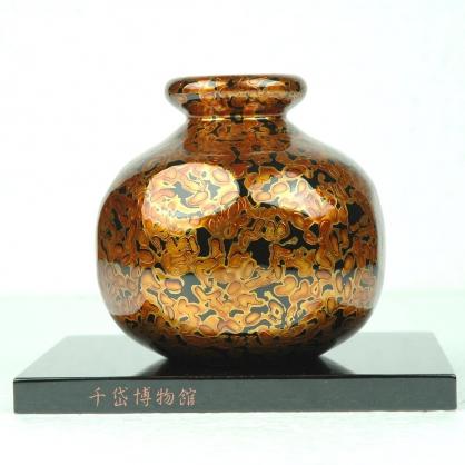 丸型金蟲花器-木胎漆器