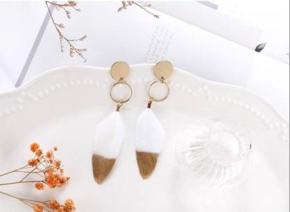 白色羽毛耳環